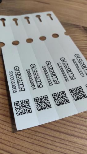Schlaufenetiketten mit QR-Code